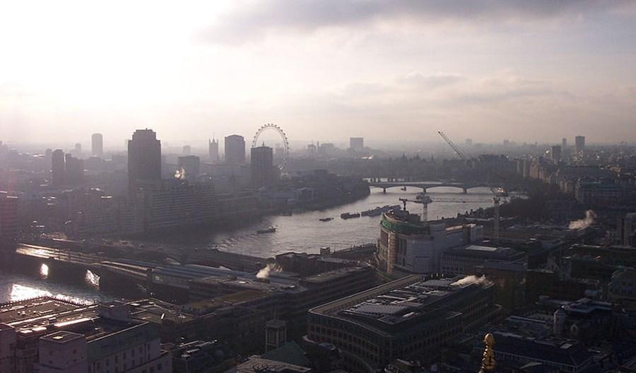 Londyn wprowadził opłatę smogową dla samochodów