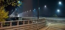 Warszawa: Oświetlenie przejść dla pieszych budzi zastrzeżenia