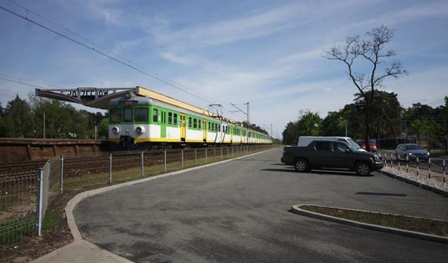 Parkingi przy stacjach zachęcają do wyboru kolei