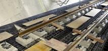 Metro na Targówek: Pierwsze szyny w tunelu (zdjęcia)
