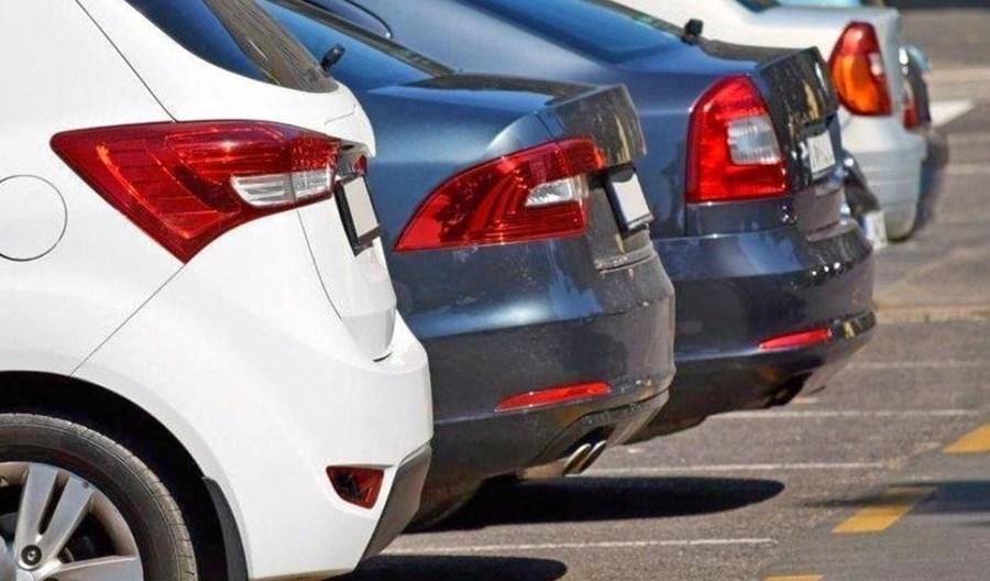 Kraków i Gdynia zawiesiły płatne parkowanie. W Warszawie jest dynamicznie