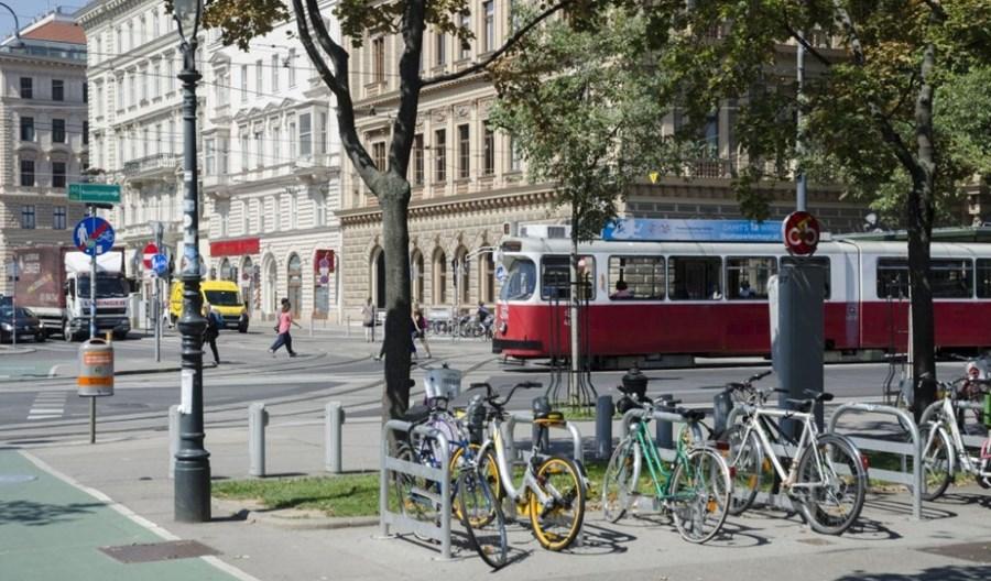 Wiedeń oddaje ulice pieszym. Tak się walczy z koronawirusem!