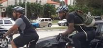 LeBron James jeździ rowerem do pracy i funduje uczniom rowery