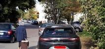 Miasto Jest Nasze chce zakazu parkowania na chodniku
