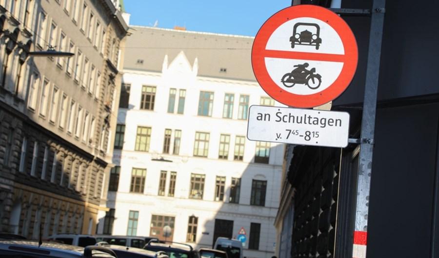 Wiedeń. Zakaz podwożenia dzieci do szkoły działa. Znamy wyniki pilotażu