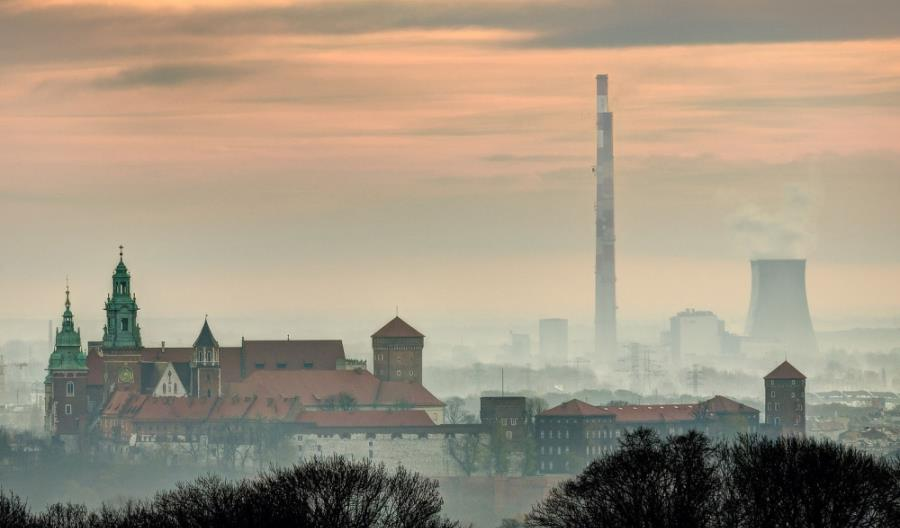 """Na likwidację """"niskiej emisji"""" potrzeba 200 mld zł i 20 lat"""