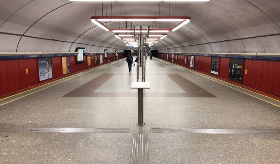 Metro: Wątpliwe udogodnienia dla niewidomych. Krytykuje nawet miasto