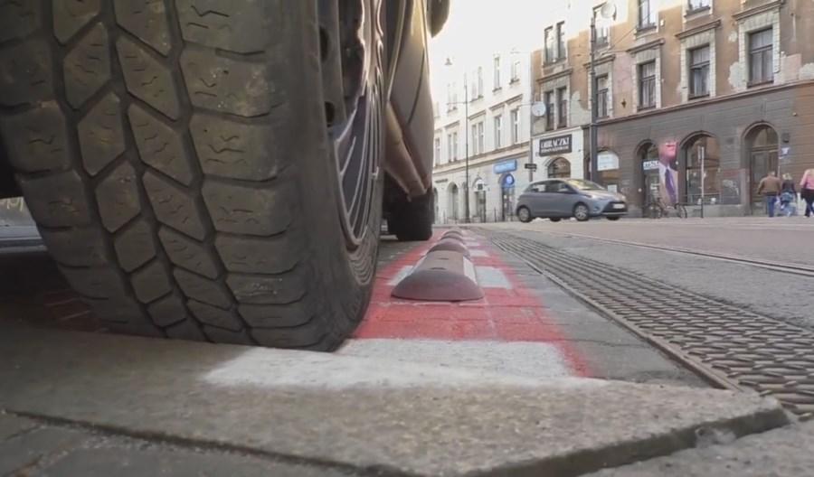 Kraków chroni tramwaje na ul. Długiej dzięki separatorom