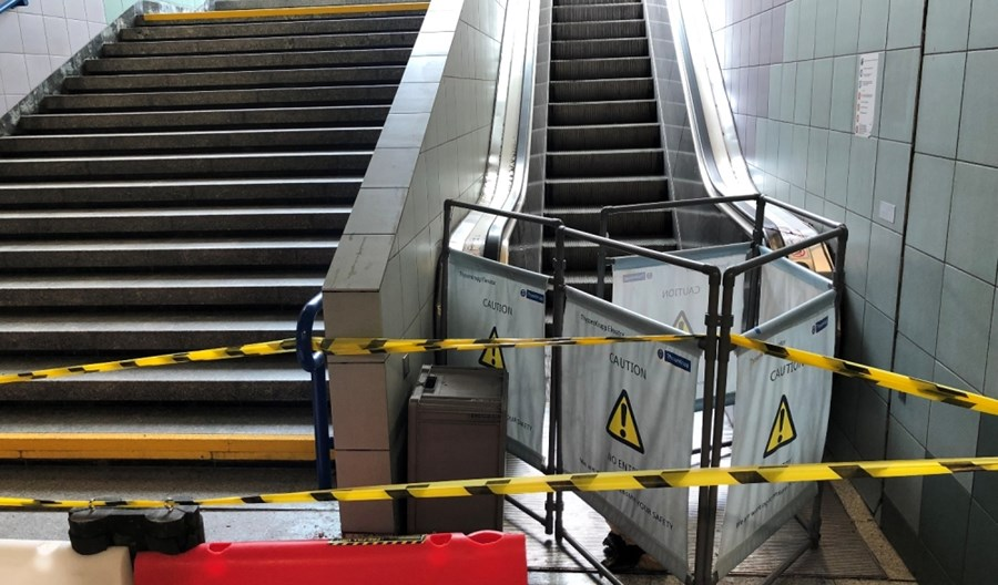 Metro: Nadzór budowlany sprawdzi niebawem naruszone wyjście na Świętokrzyskiej