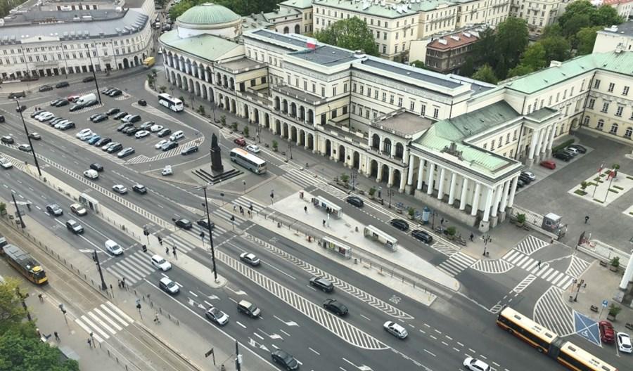 Eksperyment w Warszawie. Bankowy z ograniczonym ruchem w wakacje?