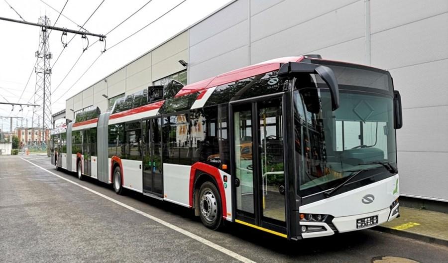 """Gdynia: Solaris rozpoczyna testy 24-metrowego trolejbusu. Będzie jeździć z """"pilotem"""""""