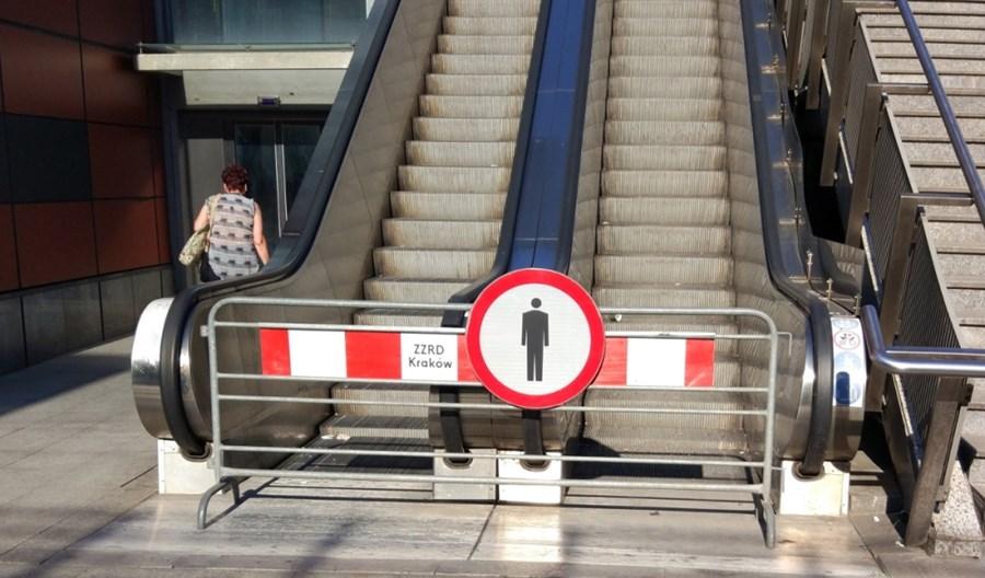 Kraków: Ruchome schody przy MDA będą zadaszone. I wreszcie ruszą