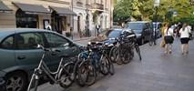 Czy każde miejsce parkingowe musi być wymalowane na bruku?