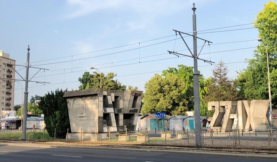 Tramwaje Warszawskie: Historyzujące słupy trakcyjne nie będą już stawiane wszędzie