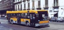 Neapol. Kobieta rodząca w autobusie... dostała karę za brak biletu