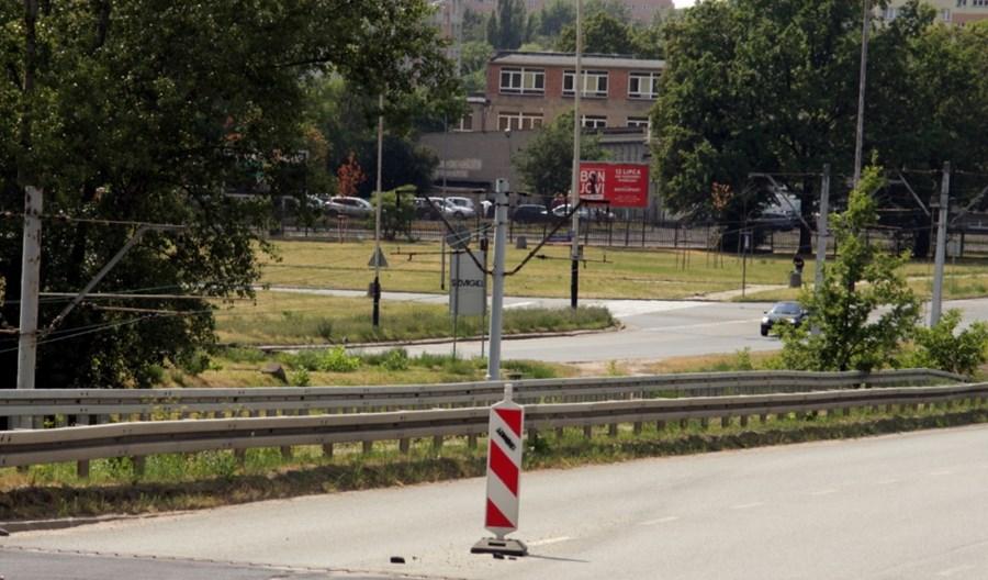 Łódź: Będzie remont wiaduktu na Dąbrowie. Ale bez nigdy nieotwartego torowiska