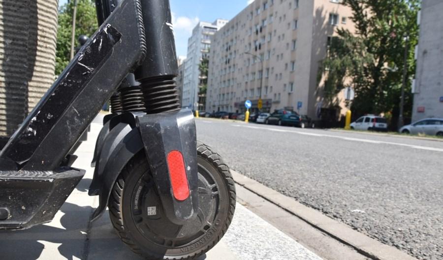 Jak poprawić ustawę o UTO? RBF: Zakazać jazdy chodnikiem
