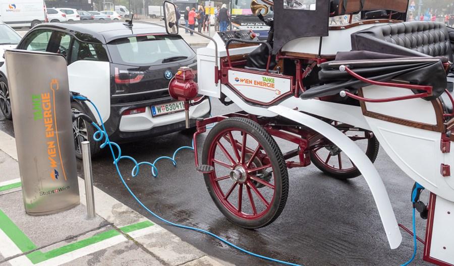 Pierwsza elektryczna dorożka w Wiedniu
