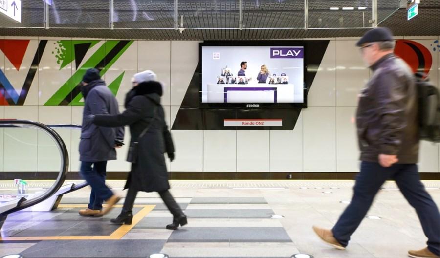 Metro: Stroer uruchamia nowe ekrany reklamowe na peronach II linii