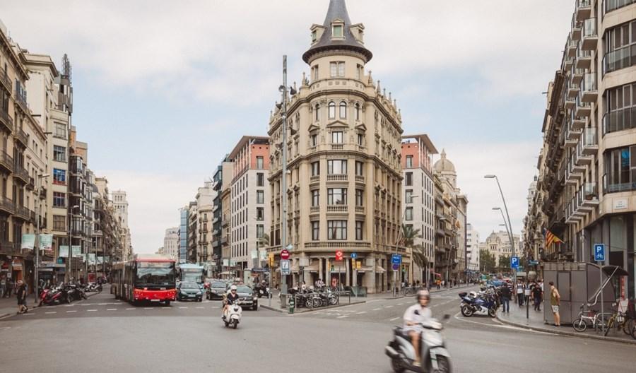 Barcelona. Ruszyła strefa czystego transportu w (prawie) całym mieście