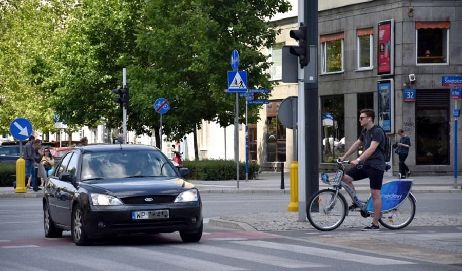 Apel o wolne chodniki i pasy dla rowerów w stolicy