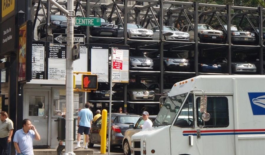 W USA są 2 mld miejsc parkingowych. To powierzchnia jednego stanu