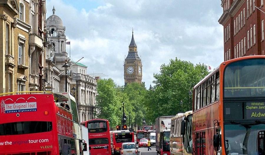Londyn przekonał się do nowych tras rowerowych i szerszych chodników