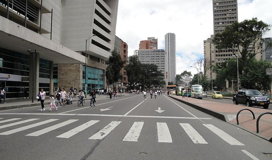 Bogota walczy z koronawirusem, wpuszczając rowery na jezdnie