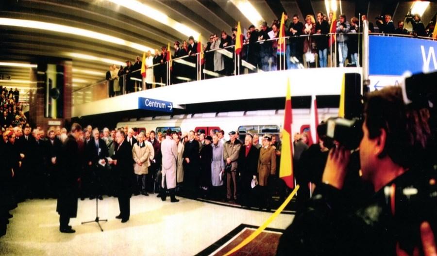 Metro w Warszawie wozi pasażerów już od 25 lat