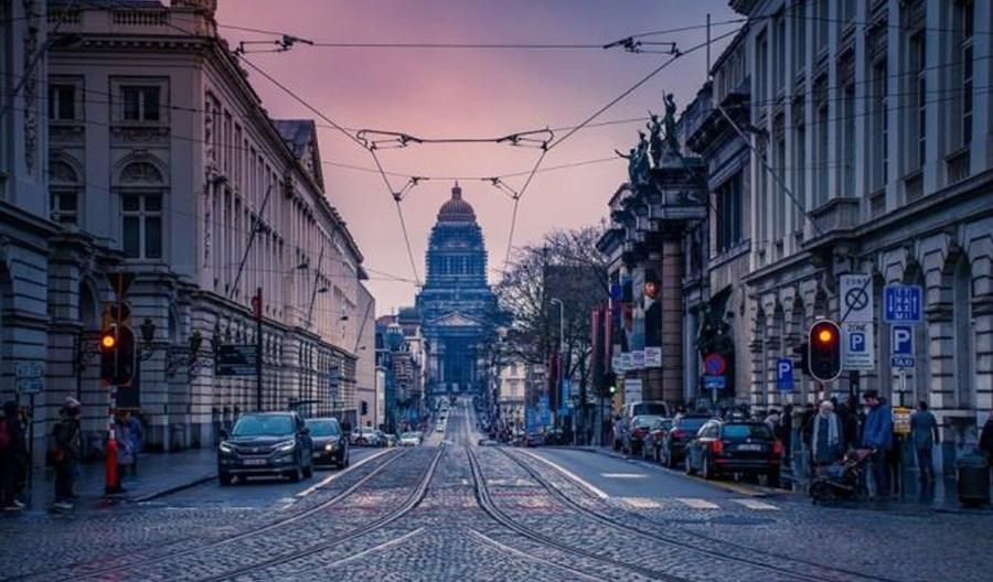 Ulice Brukseli dla pieszych i rowerzystów. Prędkość ograniczona do 20 km/h