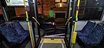Łódź: Samochody parkują w strefie przesiadkowej autobusów nocnych