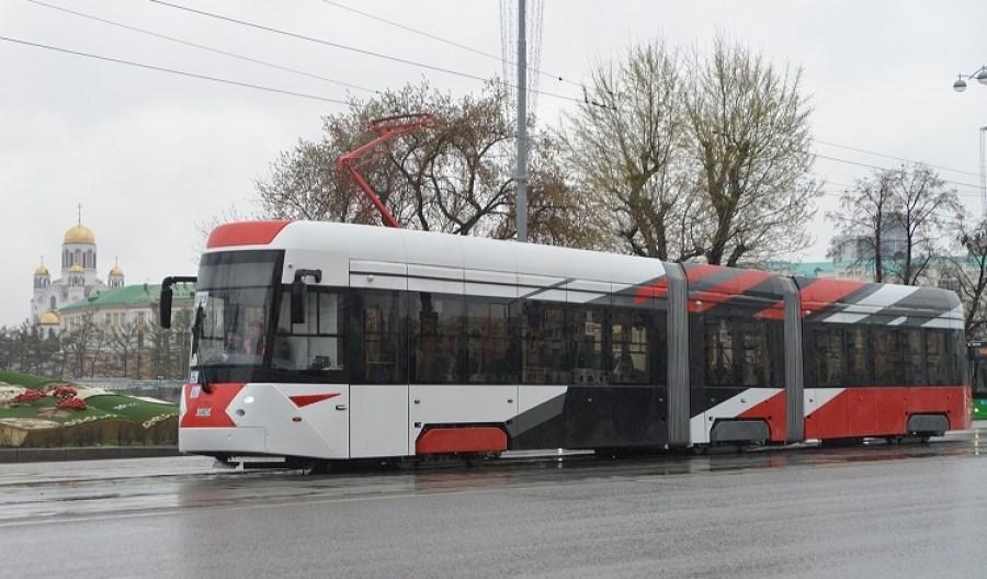 Jekaterynburg testuje niskopodłogowy tramwaj Uraltransmaszu