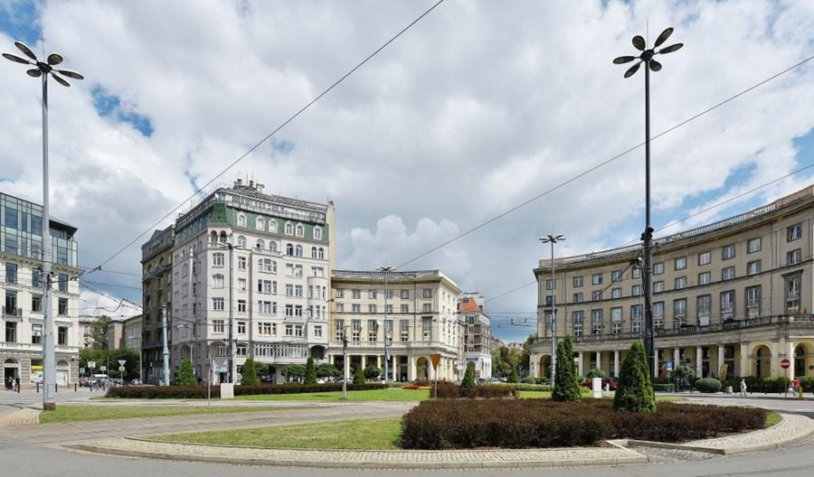 Warszawa: Plac Zbawiciela plenerową kawiarnią? Ratusz nie mówi nie