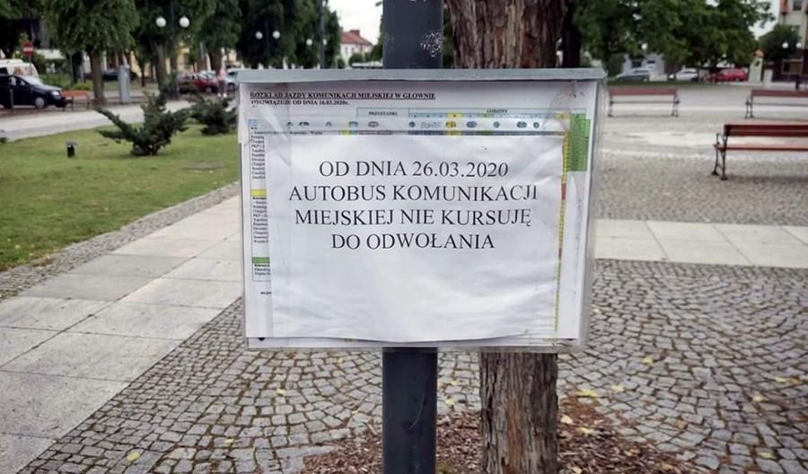 Koronawirus: Nieaktualne rozkłady jazdy na przystankach w całej Polsce