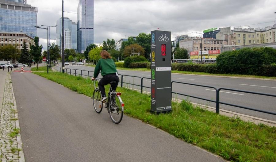 Warszawa: Totemy rowerowe już gotowe. Wiadomo kiedy zwolnić, kiedy przyspieszyć