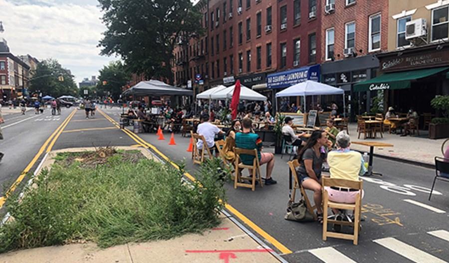 Nowy Jork odzyskuje ulice. Lepsze restauracje niż samochody