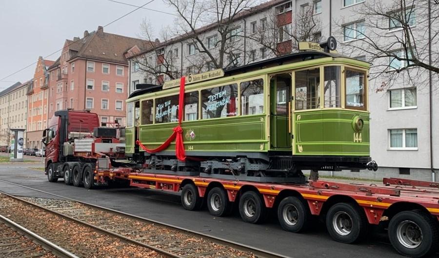 """Wyjątkowy zabytkowy wagon """"Zeppelin"""" wraca do Krakowa po drugie życie"""
