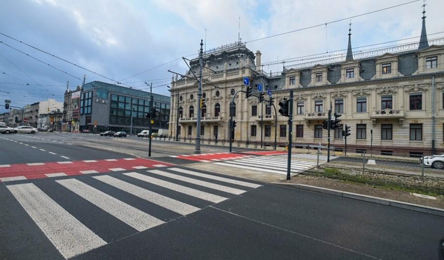 Łódź: Powstaje brakujące przejście dla pieszych przy Pałacu Poznańskich
