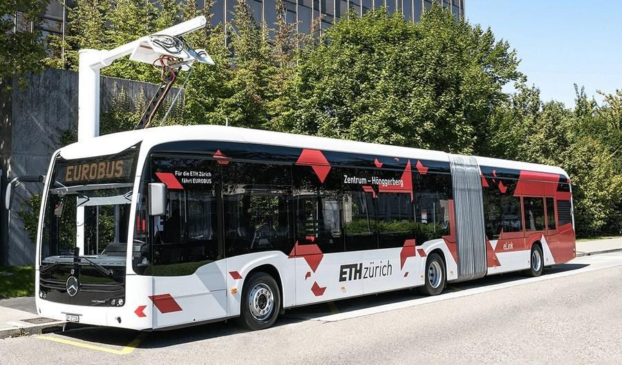 Pierwsze elektryczne przegubowe eCitaro kursuje po Zurychu