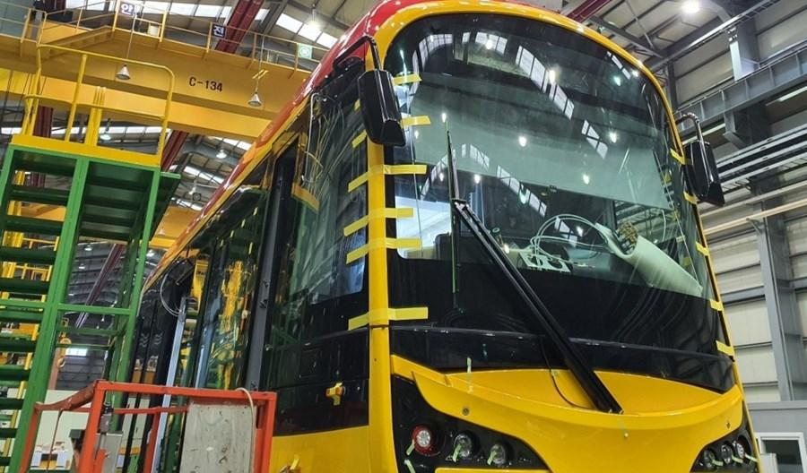 Warszawa: Covid opóźnia dostawy taboru. Co z pociągami Skody i tramwajami Hyundaia?