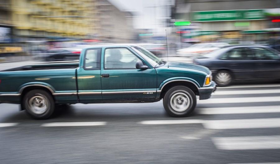 Warszawa: W czasie pandemii kierowcy częściej jeździli szybciej