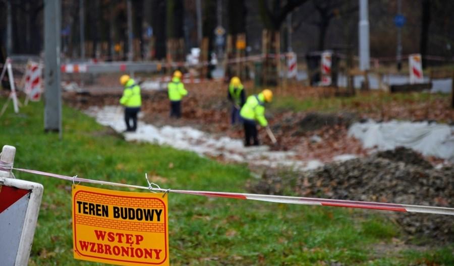 Wrocław: Zima opóźni otwarcie remontowanego torowiska tramwajowego na Biskupinie