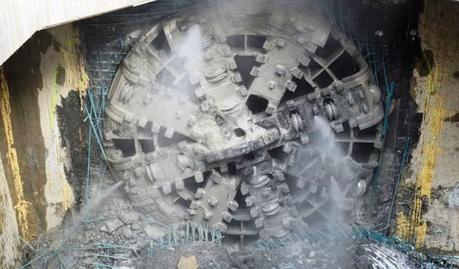 Metro na Bródno: Koniec drążenia. Druga tarcza na Trockiej