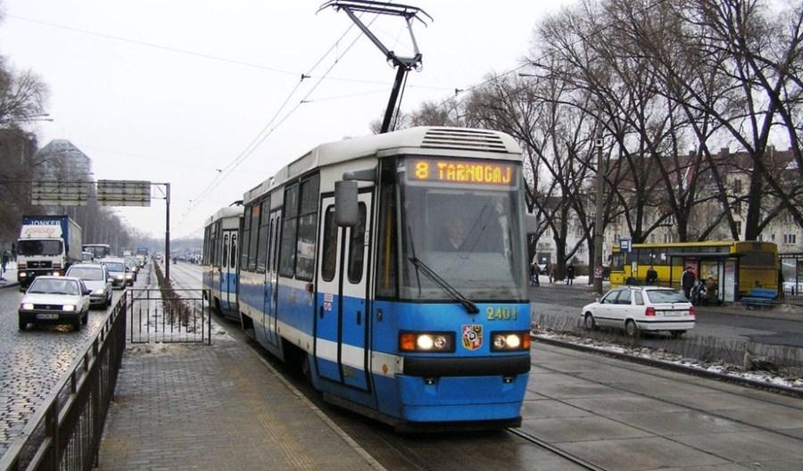 Wrocław: Pomimo pandemii liczba kursów rośnie – podobnie jak ceny biletów