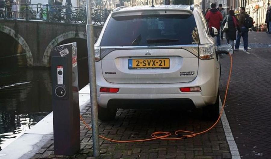 Miasta europejskie chcą zakazu sprzedaży samochodów spalinowych do 2030 r.