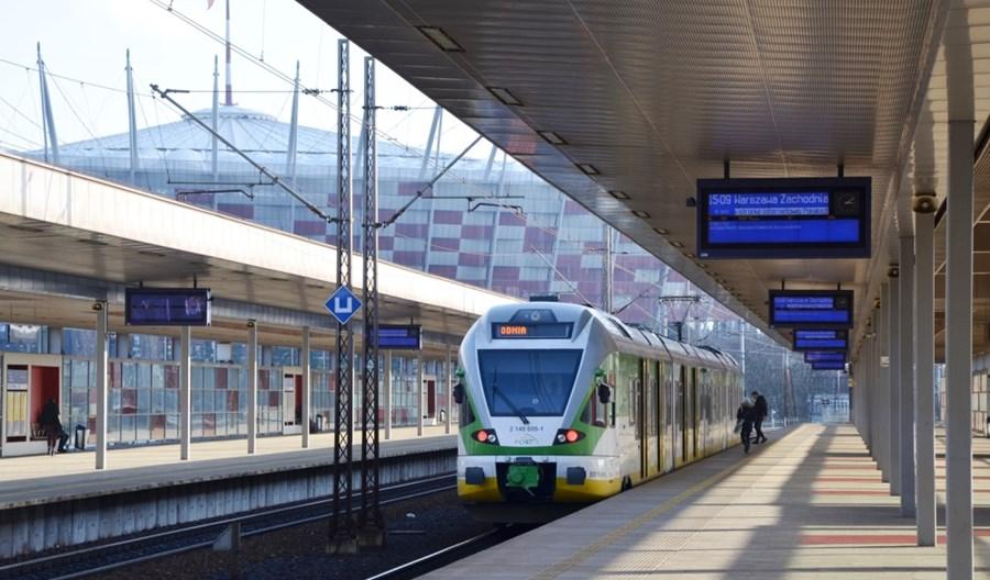 Warszawa zrezygnowała (na razie) z wygodniejszych przesiadek na Stadionie do kolei