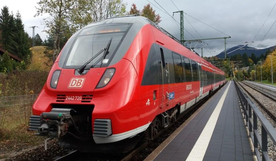 Niemieckie badania: Ryzyko zakażenia w tramwaju takie samo jak we własnym aucie