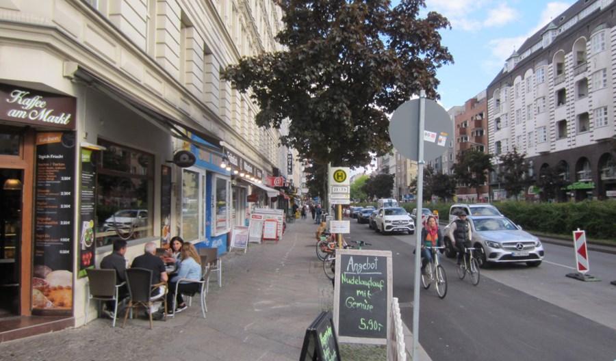 By zrobić zakupy, berlińczycy wybierają własne nogi, komunikację lub rower. Samochód prawie się nie liczy