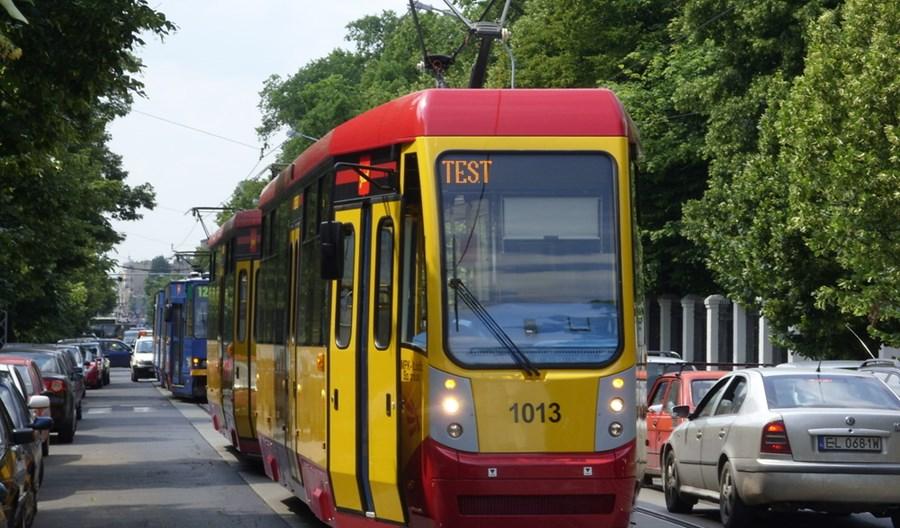 Łódź: Tramwaje przyspieszyły dzięki... zakazowi parkowania