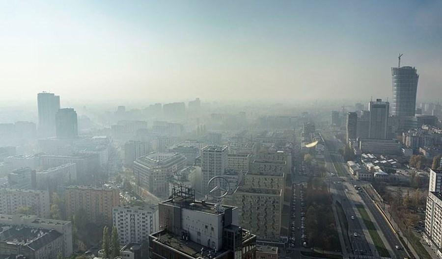 Radny z Woli wyjaśnia smog od nowa, choćby wbrew faktom
